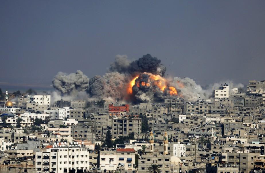 Depuis plusieurs semaines, Israël bombarde la bande de... (Photo Hatem Moussa, Associated Press)