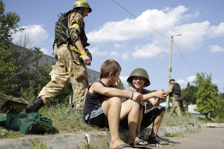 Le sort des civils suscite une inquiétude croissante,... (Photo: AFP)