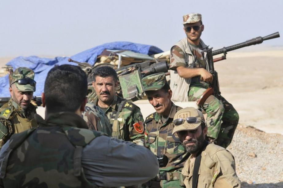 Des combattants kurdes du PKK turc et du... (PHOTO REUTERS)