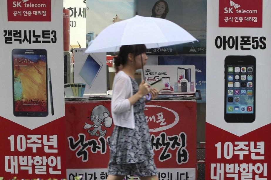 «Samsung et Apple sont convenus de renoncer à... (Photo Ahn Young-joon, Archives AP)