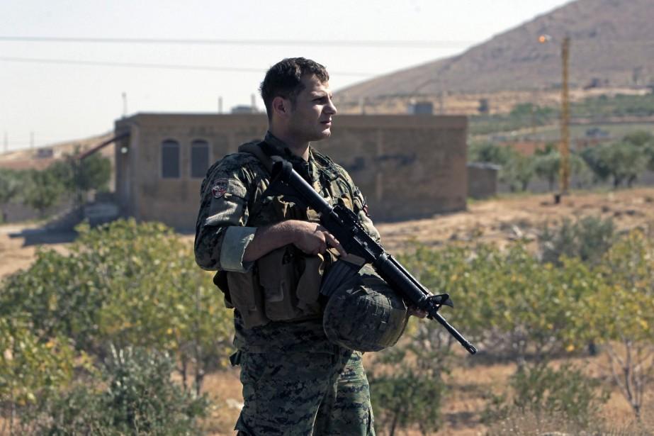 Un soldat de l'armée libanaise monte la garde... (Photo Bilal Hussein, AP)