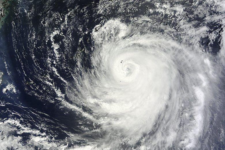 Halong, aussi appelé typhon n°11, est accompagné de... (IMAGE AFP/NASA)