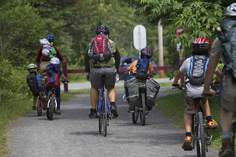 Le village de Val-David est un bon point de départ pour les cyclistes qui souhaitent pédaler une heure ou deux ou ceux qui veulent faire un week-end de vélo sur la piste cyclable du parc linéaire Le P'tit Train du Nord. (Photo Alain Décarie, La Presse)