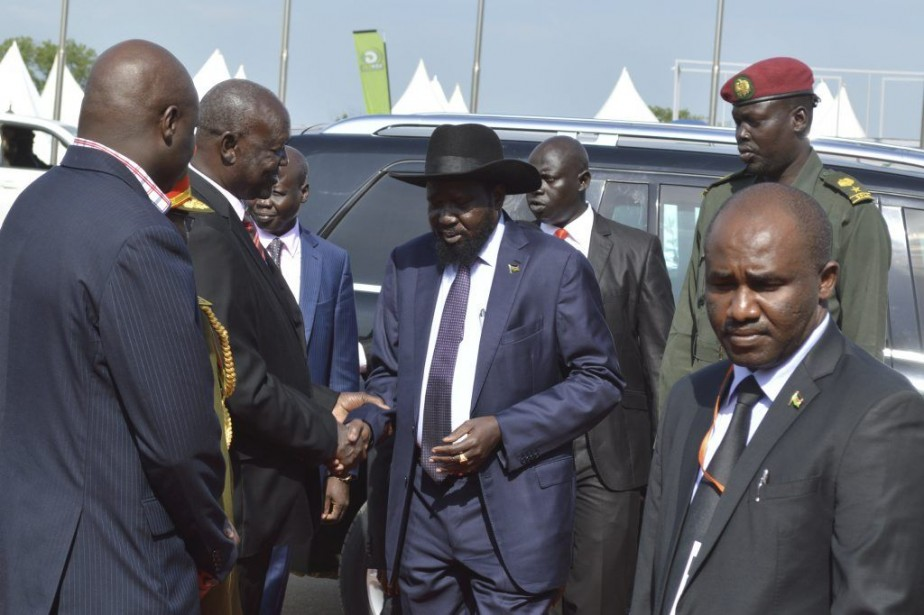 Le conflit, qui oppose l'armée loyale au président... (PHOTO SAMIR BOL, AFP)