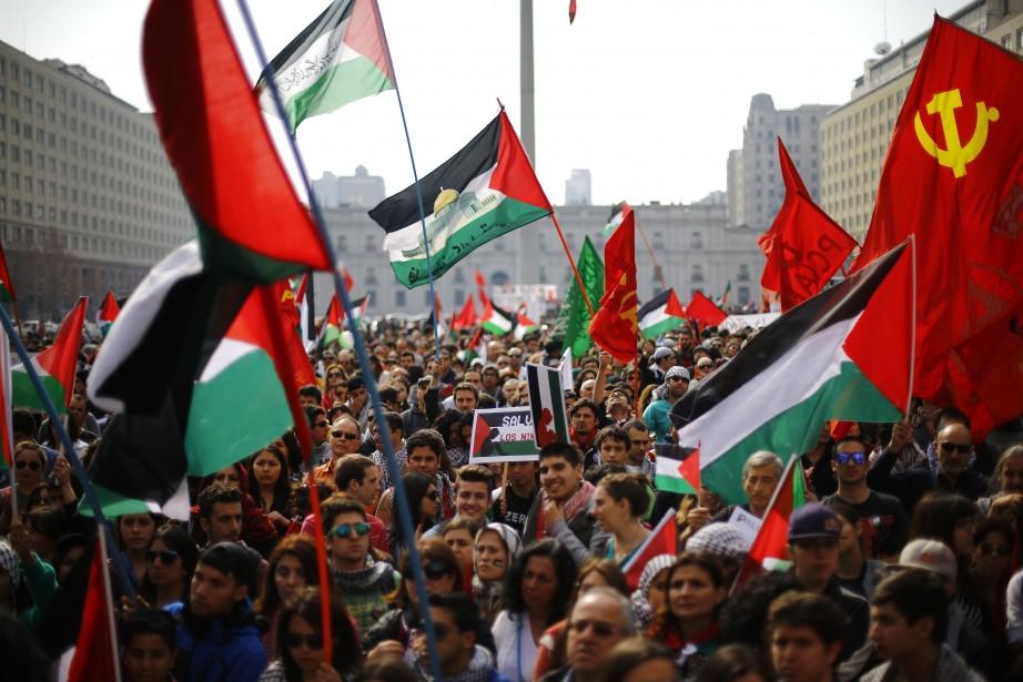 Plusieurs milliers de personnes ont manifesté samedi à... (PHOTO IVAN ALVARADO, REUTERS)