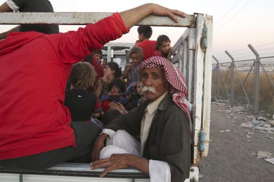 Des membres de la minorité des Yazidis sont... (PHOTO KHALID MOHAMMED, AP)