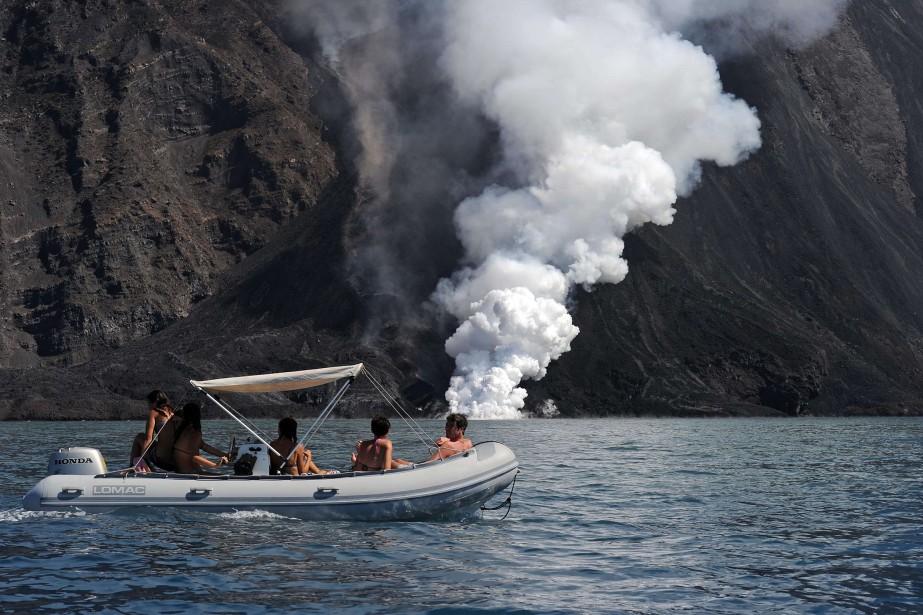 Des centaines de touristes se sont donc déversés... (Photo GIOVANNI ISOLINO, AFP)