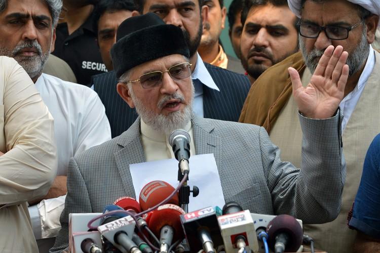 Tahir-ul Qadri, qui s'est exprimé samedi devant des... (Photo: AFP)