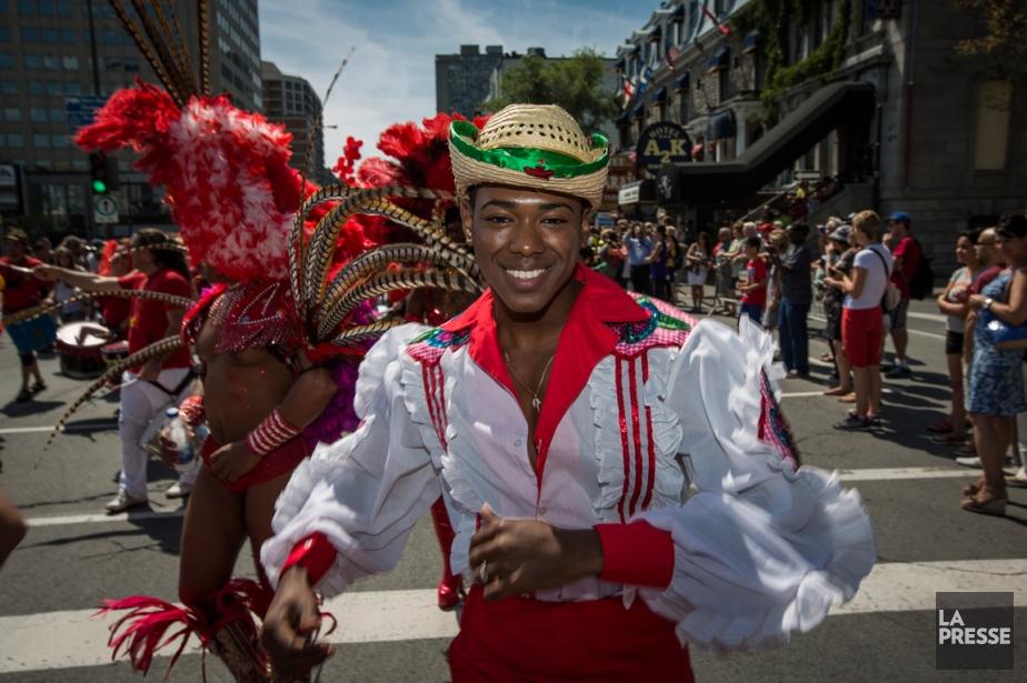 Le défilé de la fierté gaie à Montréal... (PHOTO OLIVIER PONTBRIAND, ARCHIVES LA PRESSE)