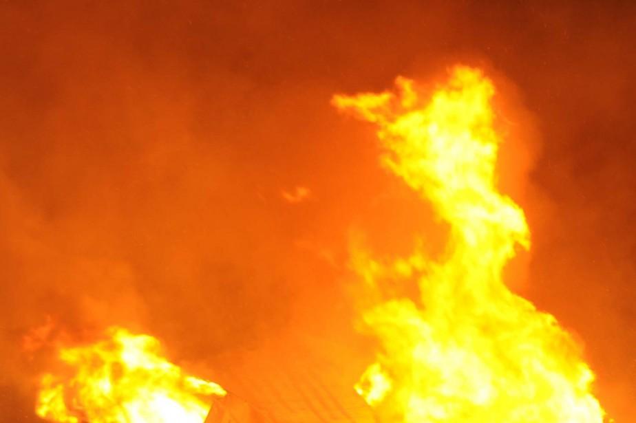 Un incendie a détruit des installations de ferme servant à... (PHOTO D'ARCHIVES)