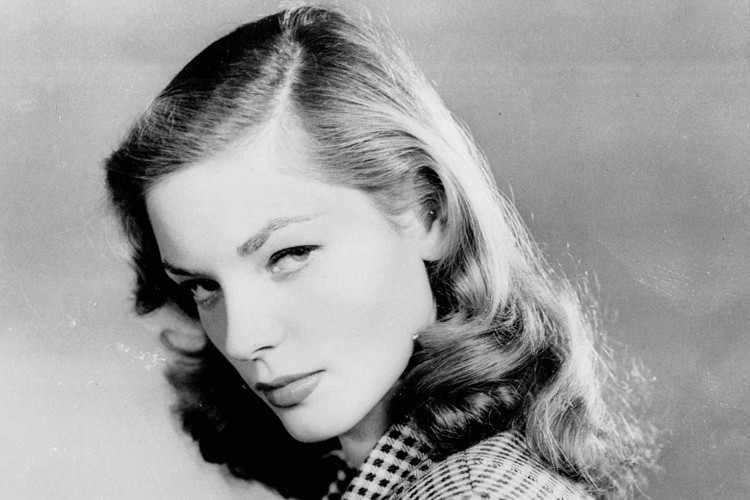 L'icône américaine du cinéma Lauren Bacall, surnommée «le regard» au faîte de...