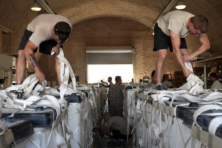 Les frappes contre les djihadistes sont accompagnées de... (Photo: Reuters)
