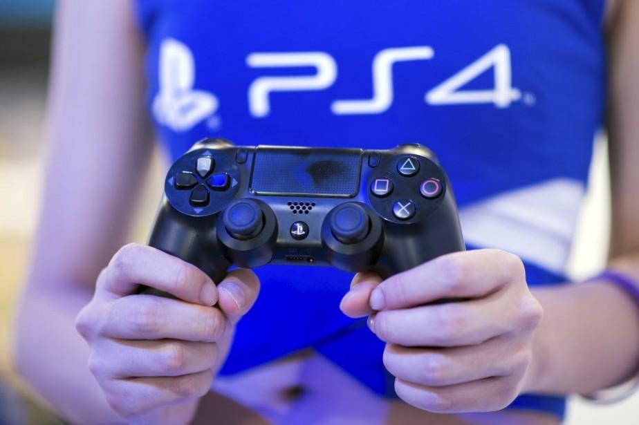 La PS4 est actuellement proposée dans une centaine... (PHOTO JOHANNES EISELE, ARCHIVES AFP)