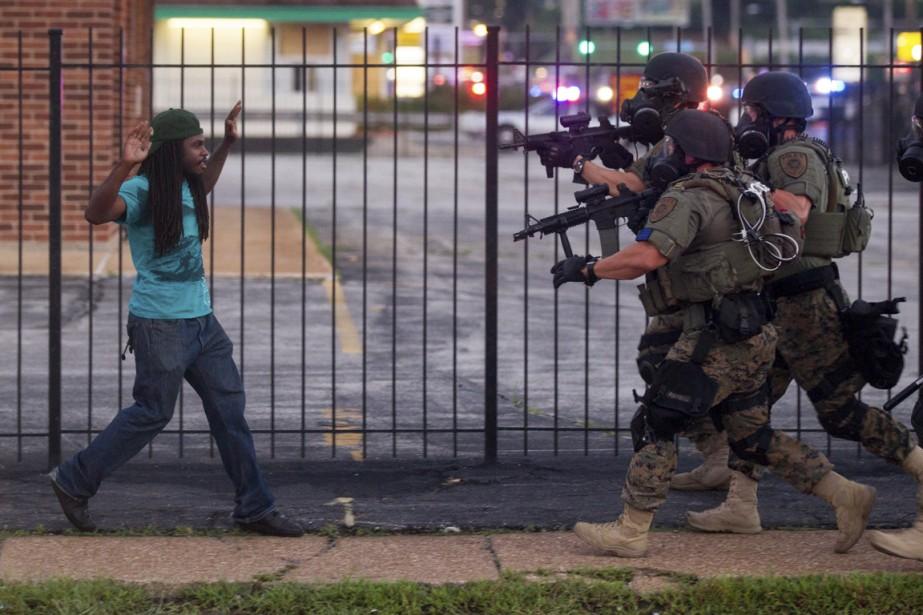 Un homme qui prenait part à une manifestation... (PHOTO Whitney Curtis, The New York Times)