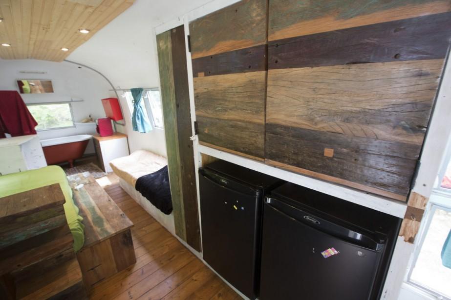 Le couple a utilisé des matériaux recyclés pour construire des meubles sur mesure. (Photo François Roy, La Presse)