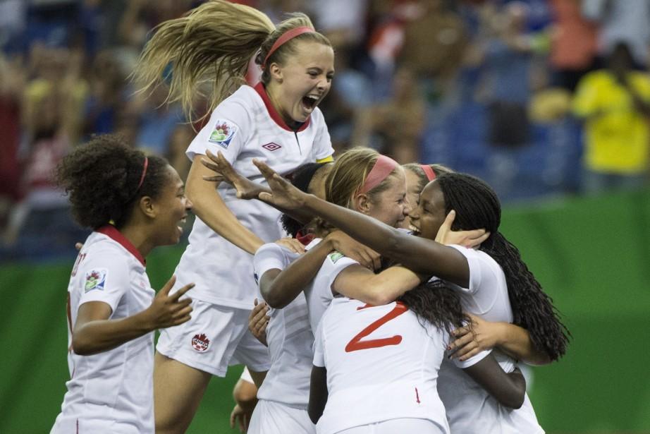 L'équipe canadienne festoie après le seul but de... (Photo Paul Chiasson, La Presse Canadienne)