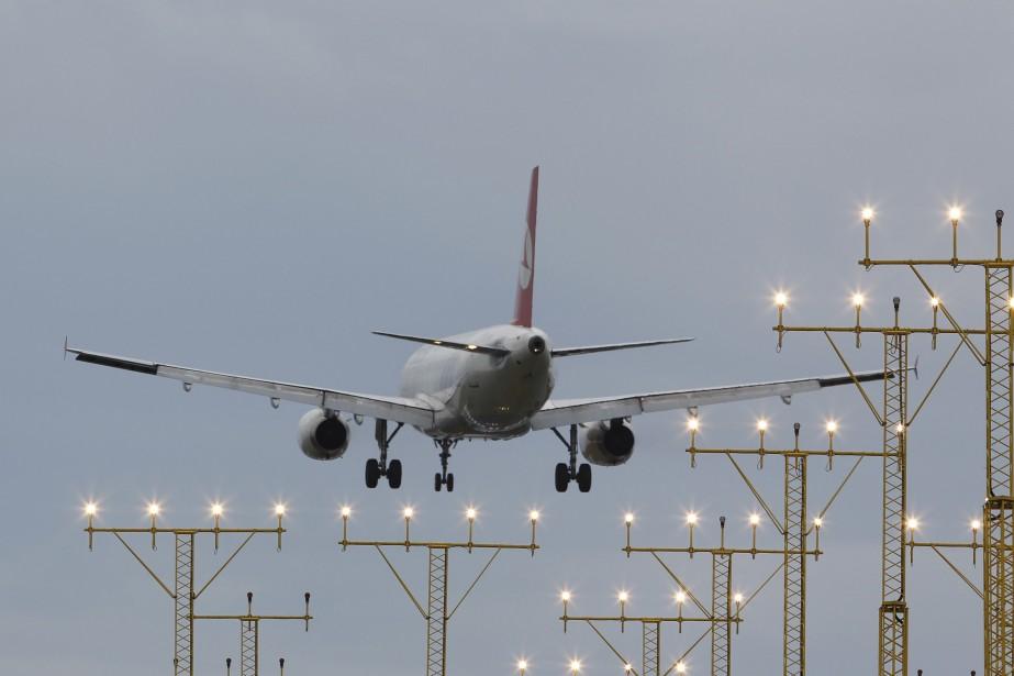 Le troisième aéroport géant en cours de... (Photo OSMAN ORSAL, Archives Reuters)