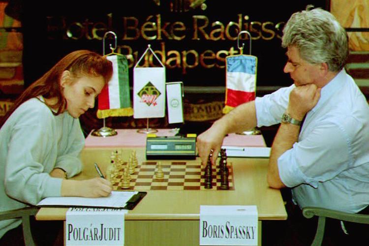 Judit Polgar lors d'un affrontement contre le champion... (Archives AFP)