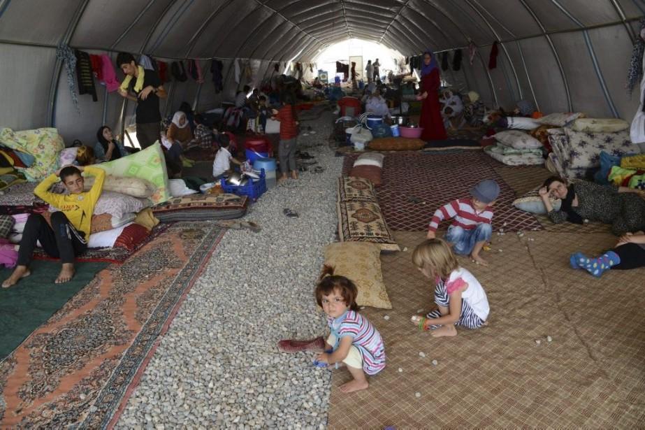 Des déplacés Yazidis dans un camp de réfugiés... (PHOTO ILYAS AKENGIN, AGENCE FRANCE-PRESSE)