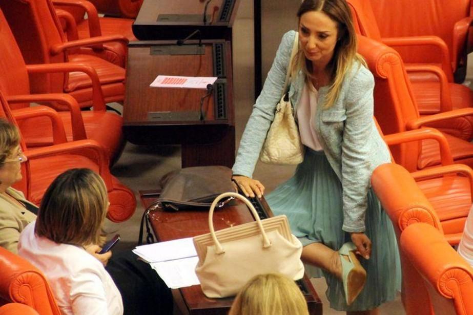La députée turque Aylin Nazliaka (ci-dessus) a menacé... (PHOTO tirée de twitter)