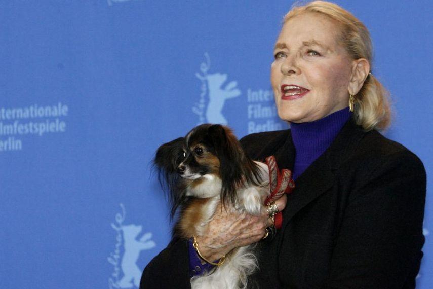 Lauren Bacall et son chien Sophie à la... (Photo: Reuters)