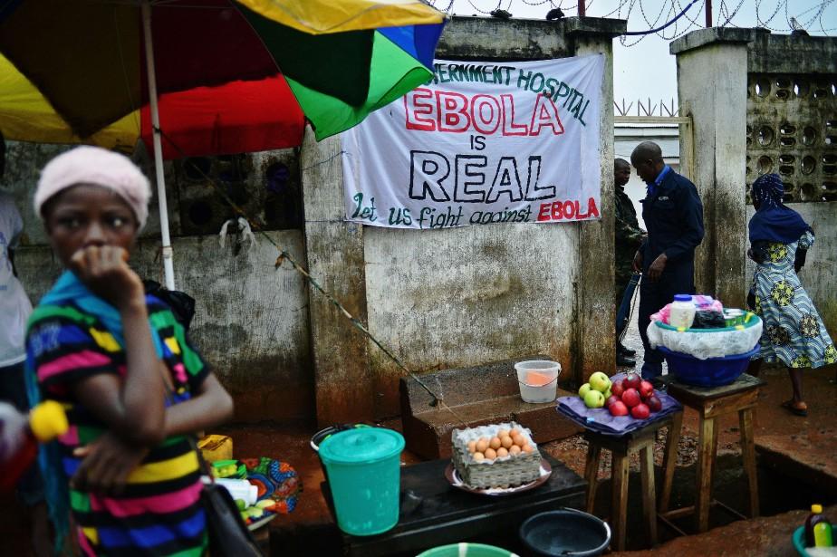 En Sierra Leone,334 personne ssont décédées du virus... (PHOTO CARL DE SOUZA, AFP)