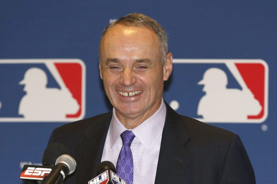 Rob Manfred... (Photo archives AP)