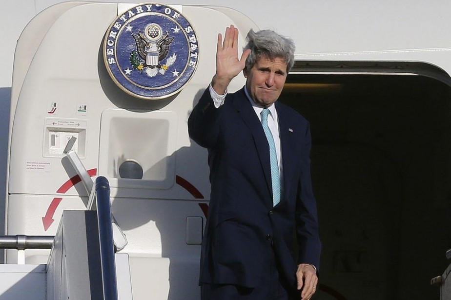 John Kerry bouclait un tour complet du globe qui... (Photo Rob Griffith, REUTERS/POOL)