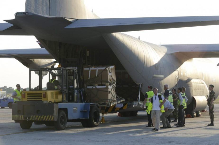 Un chargement d'aide provenant du Canada est arrivé... (PHOTO KONSTANTIN CHERNICHKIN, REUTERS)
