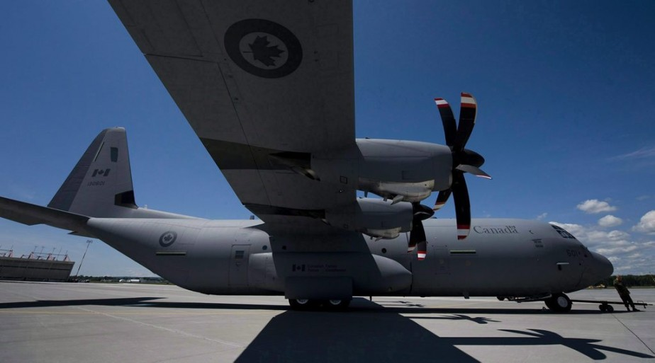 Un Hercules CC-130J (notre photo) et un CC-177... (PHOTO ADRIEN VECZA, ARCHIVES PC)