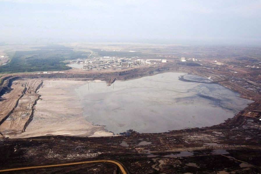Les installations de Syncrude près de Fort McMurray, en Alberta.... (PHOTO JEFF MCINTOSH, ARCHIVES PC)
