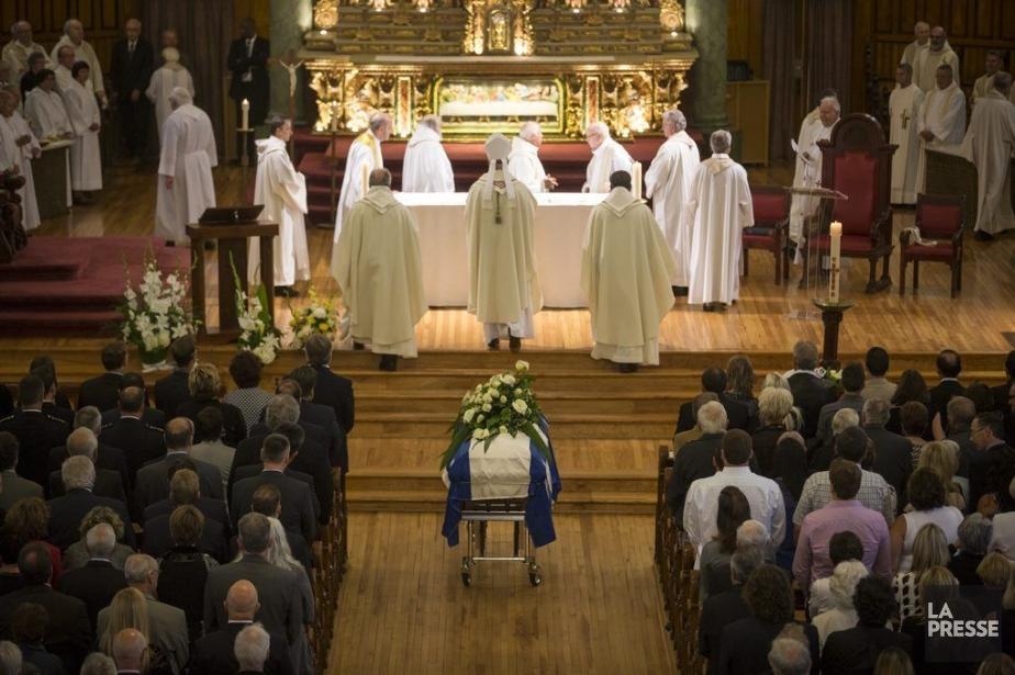 Entre les prières et les chants, que l'abbé... (PHOTO OLIVIER PONTBRIAND LA PRESSE)