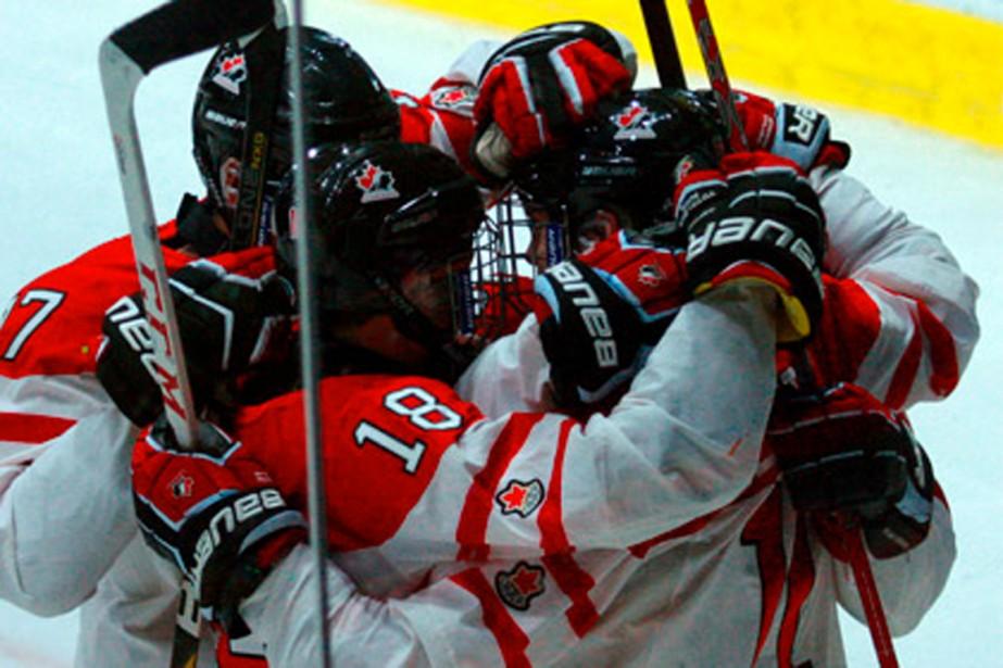 Le Canada a remportéun septième titre consécutif dans... (PHOTO FOURNIE PAR LE TOURNOI TOURNOI IVAN-HLINKA)
