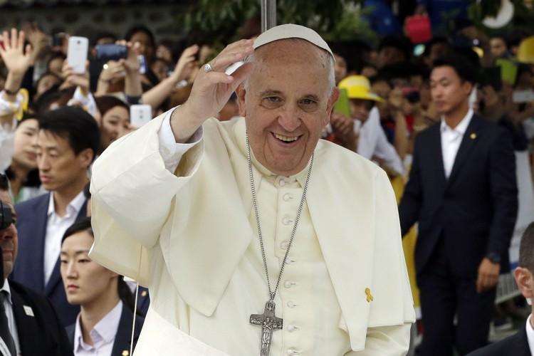 Le pape a dénoncé «une expérience de division... (Photo: AFP)