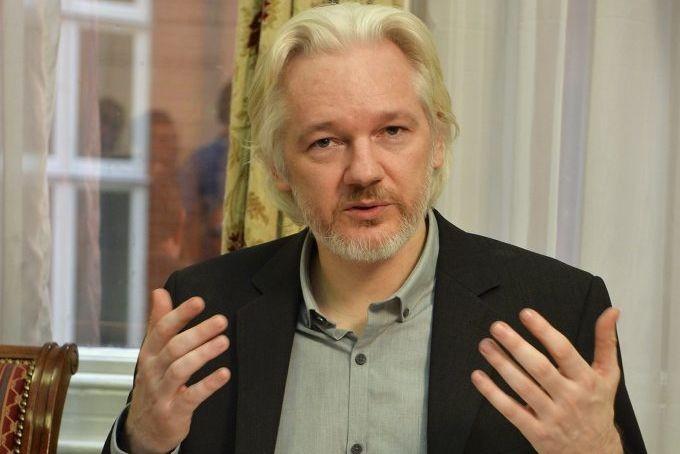 Le fondateur de WikiLeaks vit reclus dans l'ambassade... (Photo John Stillwell, Reuters)