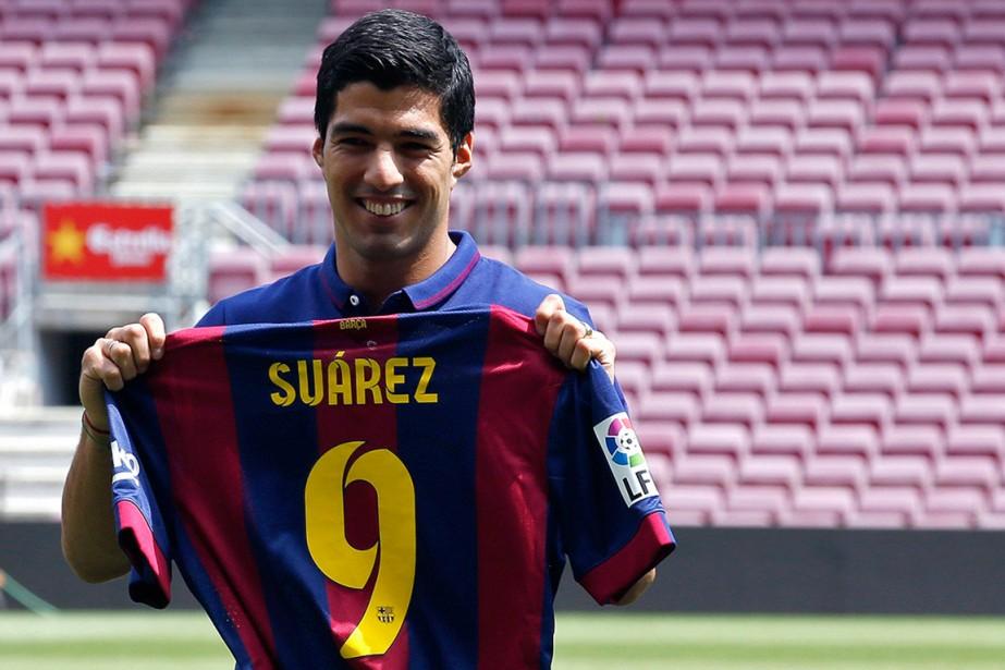 Luis Suarez a été présenté à la presse,... (Photo Gustau Nacarino, Reuters)