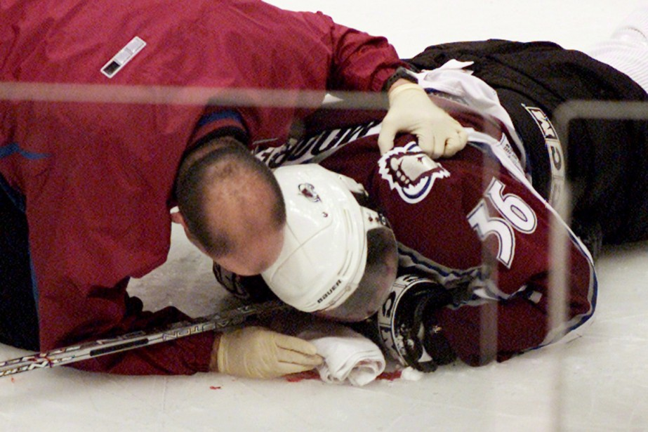 Le 8 mars 2004, Todd Bertuzzi, des Canucks,... (Photo Chuck Stoody, archives PC)