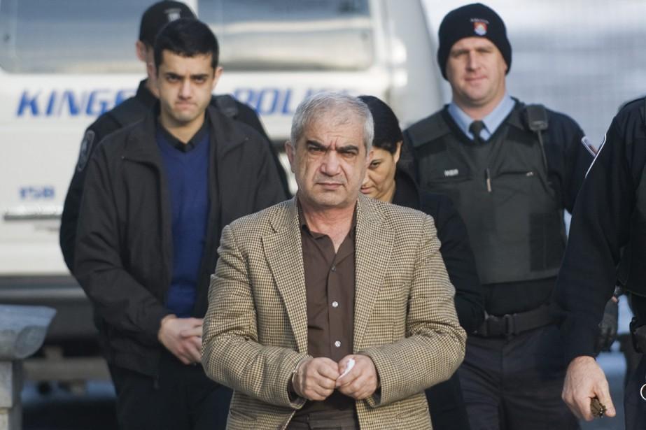 Mohammad Shafia est emmené au palais de justice... (Photo archives La Presse Canadienne)