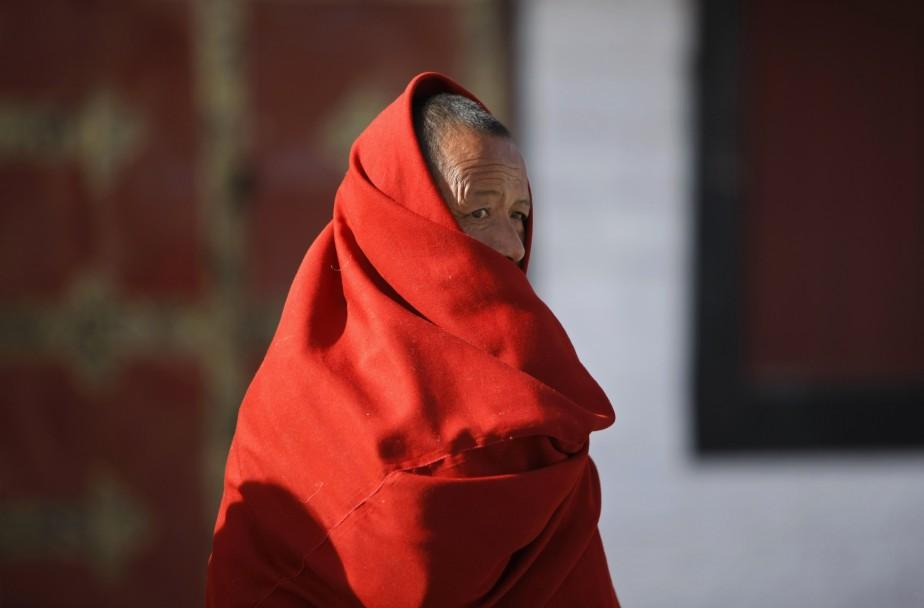 Un moine tibétain, dans un monastère, à Lhassa.... (Photo Jacky Chen, archives Reuters)