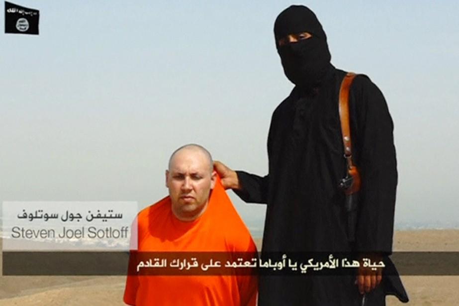 Dans la vidéo montrant l'assassinat de James Foley,... (IMAGE ARCHIVES REUTERS TV)