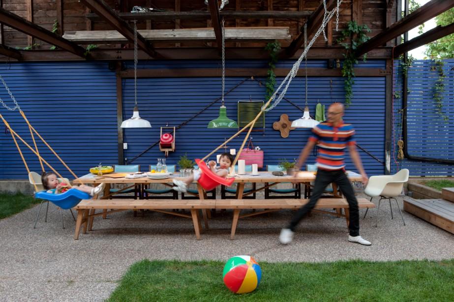 Concevoir une cour familiale où il fait bon jouer, se rassembler et où le...