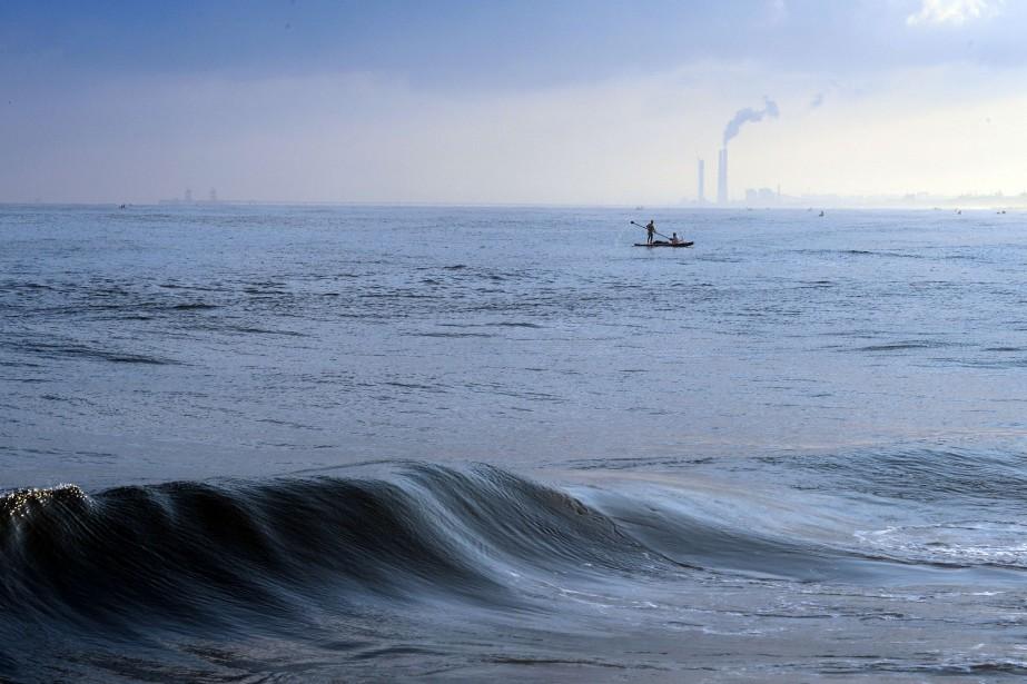 Quand l'eau à la surface de l'océan est... (Photo ROBERTO SCHMIDT, AFP)