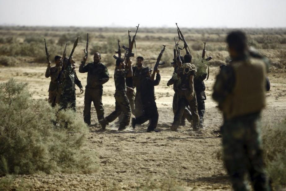 Des miliciens chiites ont participé à un entraînement... (PHOTO HAIDAR HAMDANI, AFP)