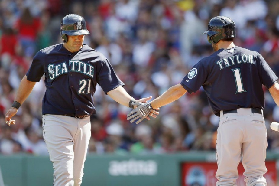 Dustin Ackley a couronné une poussée de sept points... (Photo Michael Dwyer, AP)