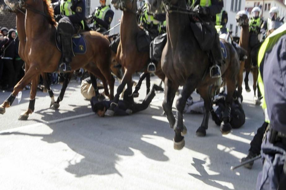 Au moins trois personnes ont été grièvement blessées... (PHOTO Drago Prvulovic, REUTERS/TT NEWS AGENCY)