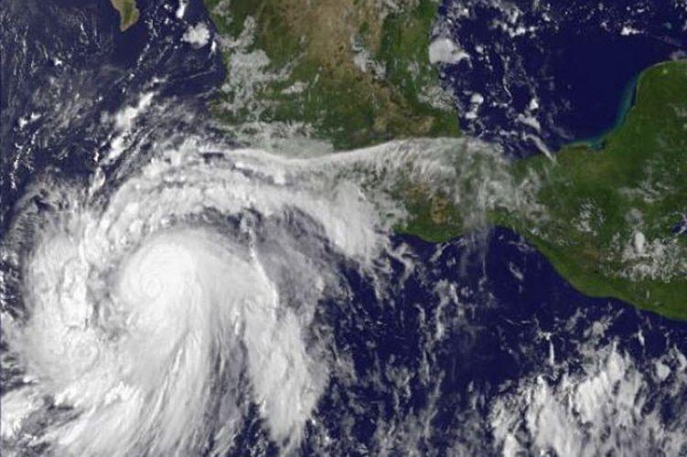 La tempête s'est déclarée loin des côtes, à... (Photo AFP)