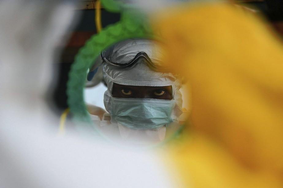Depuis le début de l'épidémie d'Ebola, l'Organisation mondiale... (PHOTO CARL DE SOUZA, archives AFP)