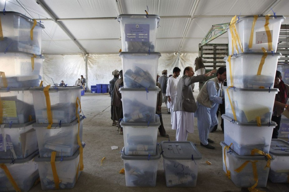 Le président sortant afghan Hamid Karzaï a fixé... (PHOTO ARCHIVES AP)