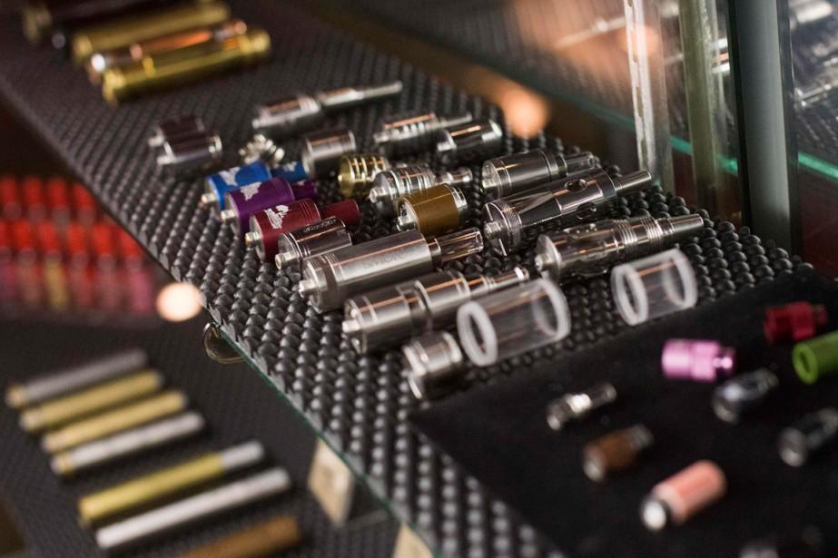 L'usage de la cigarette électronique chez les jeunes... (PHOTO ARCHIVES REUTERS)