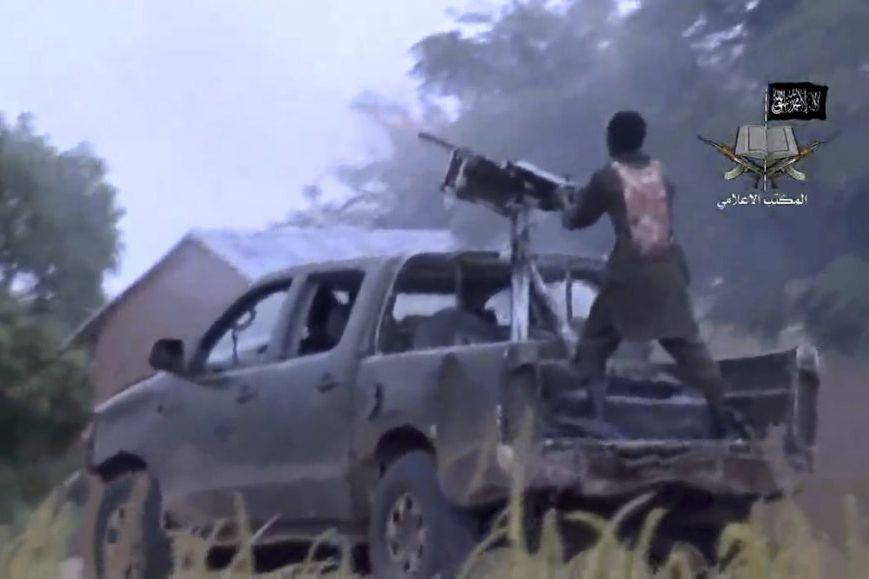 Un membre de Boko Haram dans une vidéo... (PHOTO AGENCE FRANCE-PRESSE)